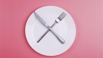 """หยุดทำ! อด """"มื้อเย็น"""" ไม่ได้ช่วย """"ลดน้ำหนัก"""""""