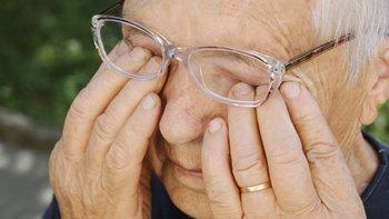 """ระวัง """"ขยี้ตา"""" อาจแพร่-รับเชื้อ """"โควิด-19"""" เพราะติดต่อทางน้ำตาได้"""
