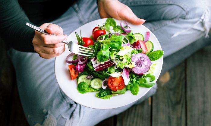 """7 สิ่งที่เกิดขึ้นกับร่างกายหากเราทานแต่ """"ผัก-ผลไม้"""""""