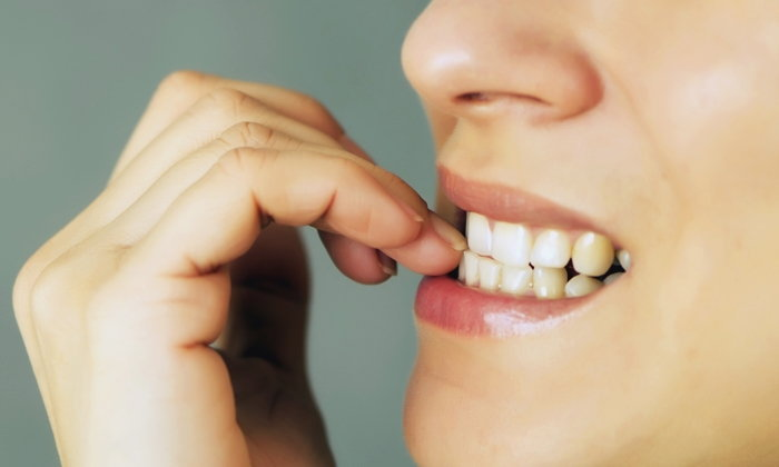 """7 พฤติกรรมทำลาย """"ฟัน"""" ที่คุณอาจกำลังทำโดยไม่รู้ตัว"""