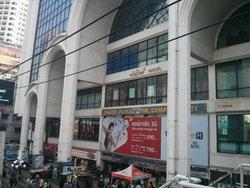 เดินตลาด เช็คราคา ดูสเปค ณ พันธุ์ทิพย์ ห้างไอทีใหญ่ใจกลางเมือง