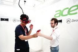 ลองของจริง StarVR แว่น VR ประสิทธิภาพสูง มองได้เหมือนจริงจาก Acer
