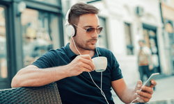 7 หูฟังที่ตัดเสียงรับกวนรอบข้างได้เฉียบขาด สำหรับคนโลกส่วนตัวสูง