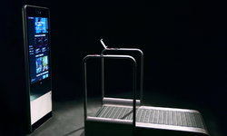 CES 2020 : แบรนด์ย่อยของ Xiaomi เปิดตัว Amazfit HomeStudio ที่ผสานลู่วิ่งเข้ากับกระจกอัจฉริยะ