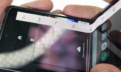 หน้าจอ Samsung Galaxy Z Flip บอบบางมาก แค่เล็บกดก็ทำให้เป็นรอยได้