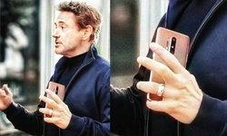 """เผยภาพหลุดเครื่องจริง """"OnePlus 8 Pro"""" ในมือ """"Robert Downey Jr"""" ก่อนเปิตดัวจริง 14 เมษายนนี้"""