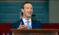 """ซีอีโอ """"เฟสบุ๊ก"""" ขอโทษต่อสภาอียู เหตุข้อมูลรั่วไหล"""
