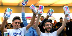 นักวิเคราะห์ชี้! iPhones ใหม่ทั้ง 3 รุ่น จะขายดีมาก อาจถึง 350 ล้านเครื่องใน 1 ปี