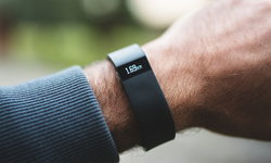 ปิดดีล! Google ซื้อ Fitbit กลายเป็นของ Google เต็มตัวแล้ว