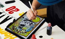 ศิลปินสร้างสรรค์การ์ดเบสบอลแนวใหม่ด้วย iPad Pro และ Apple Pencil