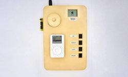 """วิศวกรเครื่องเกม เปิดตัว iPod """"เครื่องต้นแบบ"""" ที่เก็บไว้มานานกว่า 20 ปี"""