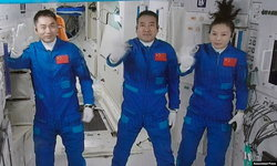 ทีมนักบินอวกาศจีนเดินทางถึงสถานีอวกาศเทียนกงก่อนเริ่มภารกิจนาน 6 เดือน