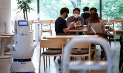ร้านกาแฟในเกาหลีใต้ใช้หุ่นยนต์บาริสต้าให้บริการช่วง COVID-19 อย่างรวดเร็วและปลอดภัย