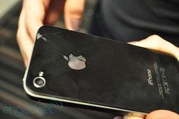 ปัญหาใหม่ของ iPhone 4 กระจกร้าวเพราะโดนกรอบแข็งขูด?