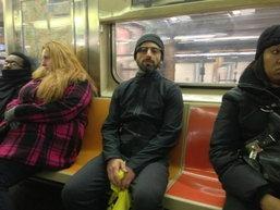 จ๊ะเอ๋ เซอร์เก้ บริน สวม Google Glass บนรถไฟใต้ดินนิวยอร์ค