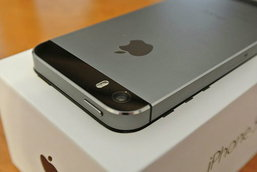 """""""แอปเปิล""""หน้าเสีย ยอมรับไอโฟน 5เอส """"แบตสูบกระฉูด"""""""