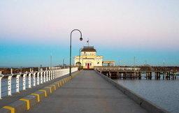 นักท่องเที่ยว เดินตกน้ำ ที่ออสเตรเลีย หลังจ้องแต่มือถือ เพื่อเล่น Facebook