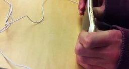 คลิป: เด็กแสบโชว์งอ iPhone 6/iPhone 6 Plus