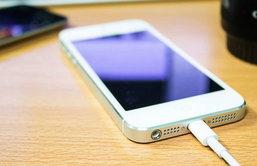 [Tip & Trick] อยากชาร์จแบตเตอรี่ iPhone ให้เต็มเร็วขึ้นกว่าเดิม ทำได้หรือไม่ และทำอย่างไร?
