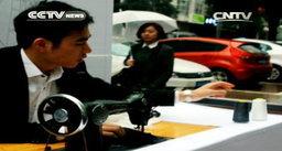 ไอเดียเก๋! หนุ่มจีนเปิดร้านขยายกระเป๋ากางเกงรองรับไอโฟน