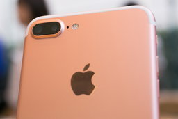 iPhone 7 Plus เกิดลุกไหม้ห่างจากหัวหญิงสาวที่นอนหลับอยู่เพียง 1 นิ้ว