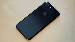 สื่อนอกรีวิว iPhone 7 สีดำ Jet Black มีสภาพอย่างไรหลังใช้งานครบ 1 ปี