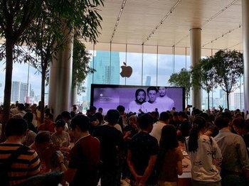 พาชมบรรยากาศ Apple Iconsiam เปิดวันแรก Apple Store