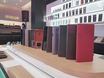 บรรยากาศ Samsung Experience Store Large