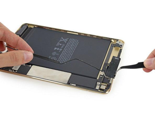 iPad mini 4 Tear Down 1