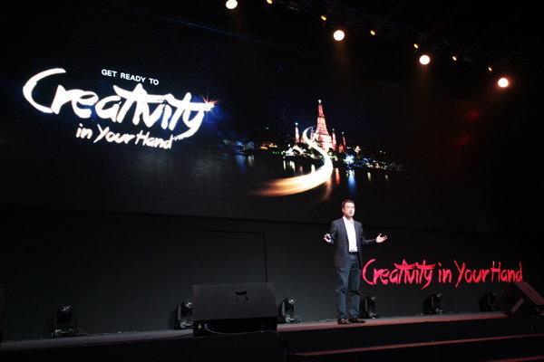 มร.เควิน โฮ ประธานด้านผลิตภัณฑ์แฮนด์เซ็ท กลุ่ม คอนซูมเมอร์ บิสสิเนส กรุ๊ป บริษัท หัวเว่ย เทคโนโลยี่ จำกัด