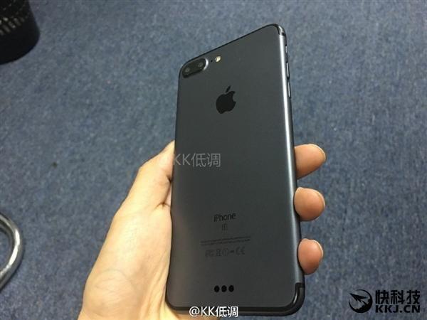 ยลโฉม iPhone 7 Plus สีดำและกล้องคู่