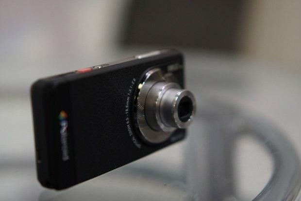 กล้องติดมือถือ เอ๊ะ! หรือว่ามือถือติดกล้อง Polaroid SC1630