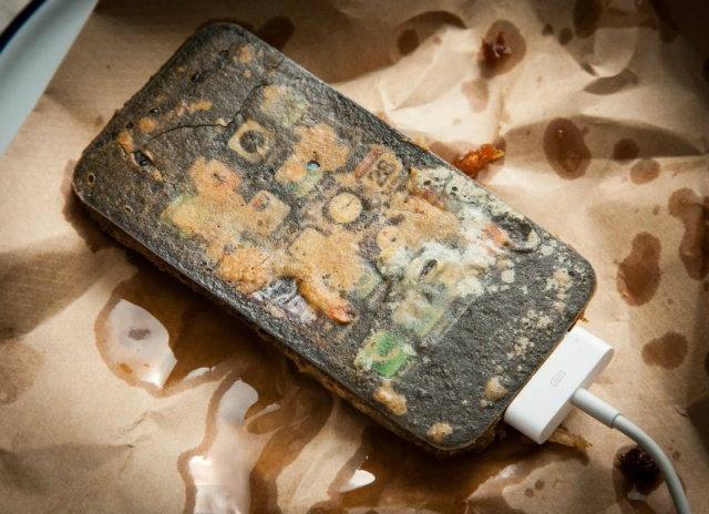 เปิบพิสดาร iPhone, iPad, MacBook ทอดกรอบในน้ำมัน!