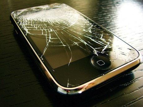 iPhone หน้าจอแตก ทำอย่างไร ? ส่งซ่อม หรือ เคลมเป็นเครื่องใหม่ดี ?