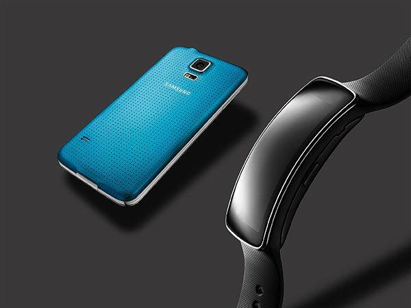 ซัมซุง เปิดตัว Samsung Gear Fit สายรัดข้อมือเพื่อสุขภาพ