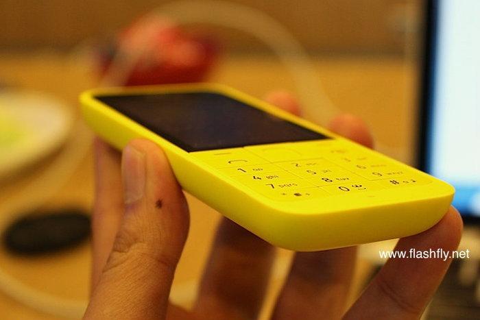 พรีวิว Nokia 220 ดีไซน์สวย ท่องเน็ต เล่น Facebook,Twitter ได้ในราคาถูกที่สุดเพียง 1,300 บ.