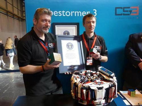 พาชมหุ่นยนต์ทำจากเลโก้ที่เล่นลูกบิดรูบิคได้เร็วที่สุดในโลก!!