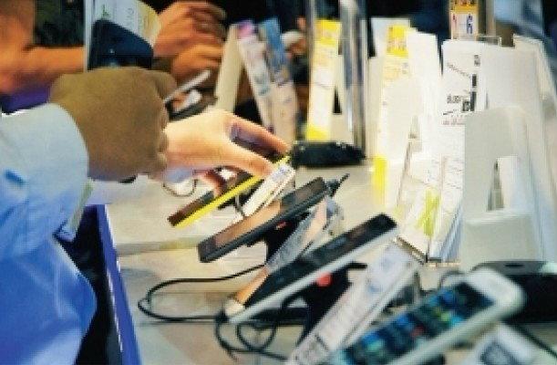 สมาร์ทโฟนราคาถูกเดือดบิ๊กไอทีส่ง 60 รุ่น ชิงเค้ก