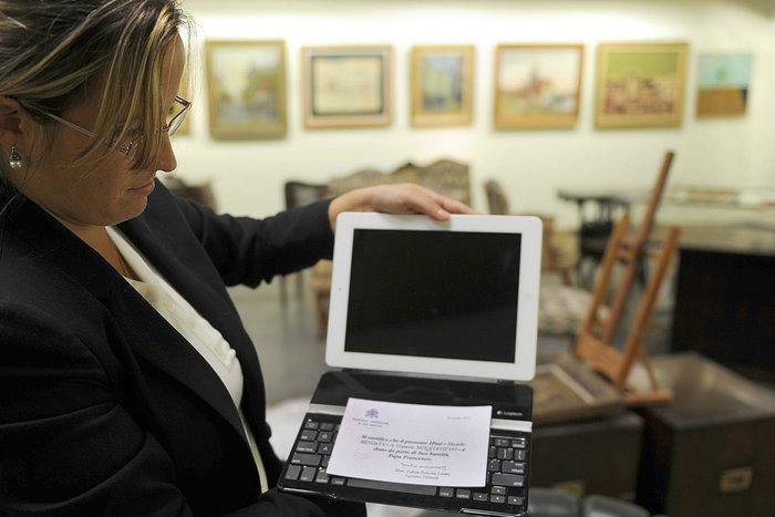 ถูกประมูลไป $30,000! iPad ของพระสันตะปาปาPope Francis