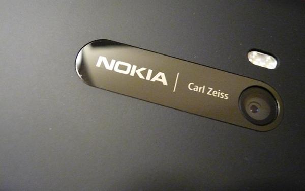 Nokia หวนกลับมาร่วมมือกับ Zeiss อีกครั้ง เตรียมเปิดตัวสมาร์ทโฟนในปี 2017 นี้