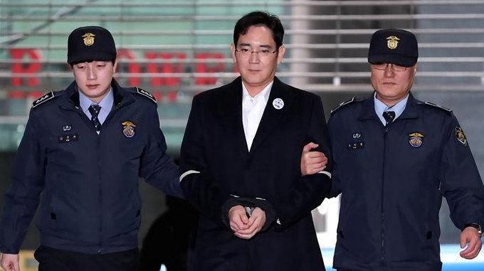 ศาลตัดสิน ทายาทซัมซุง ติดคุก 5 ปี ข้อหาติดสินบนและคอร์รัปชั่น
