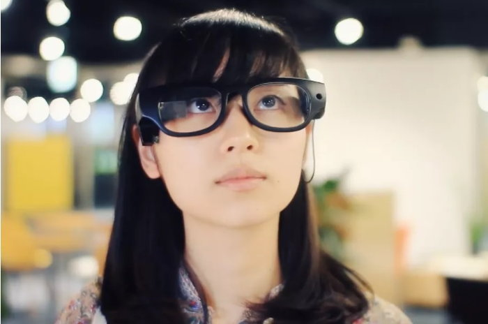 ญี่ปุ่นพัฒนาแว่นอัจฉริยะแปลงข้อความเป็นเสียงสำหรับผู้บกพร่องในการอ่าน ขายในราคาแค่ 1,500 บาท มีคลิป