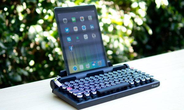 พิมพ์งานสไตลเก๋ ๆ ด้วย Keyboard พกพาทรงย้อนยุคกับ QWERKYwriter