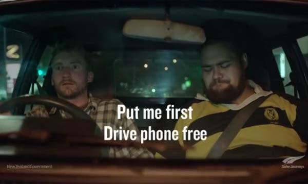 นิวซีแลนด์ ผุด โฆษณา ขับไม่พิมพ์แต่ให้จับมือคนที่อยู่ข้างแทน