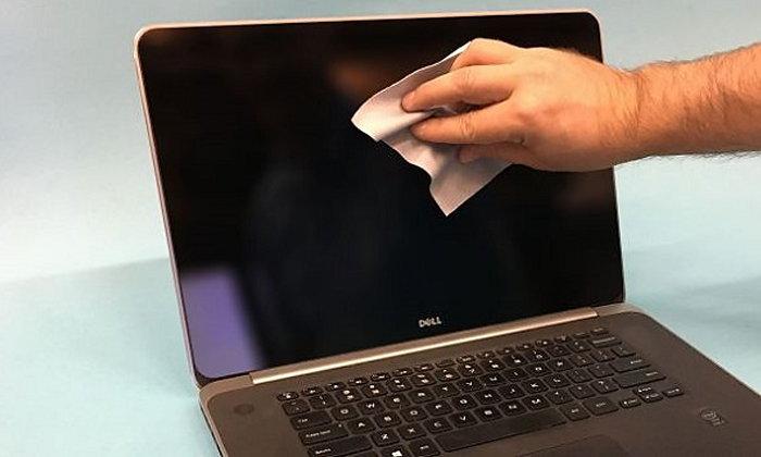 ทำความสะอาดหน้าจอคอมพิวเตอร์หรือโน้ตบุ๊คอย่างถูกวิธีให้สะอาดกิ๊งเหมือนซื้อใหม่