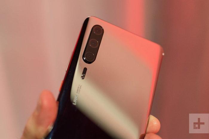 เผยภาพ Huawei P30 Lite รุ่นเล็กสุด มีกล้องหลังสามตัว