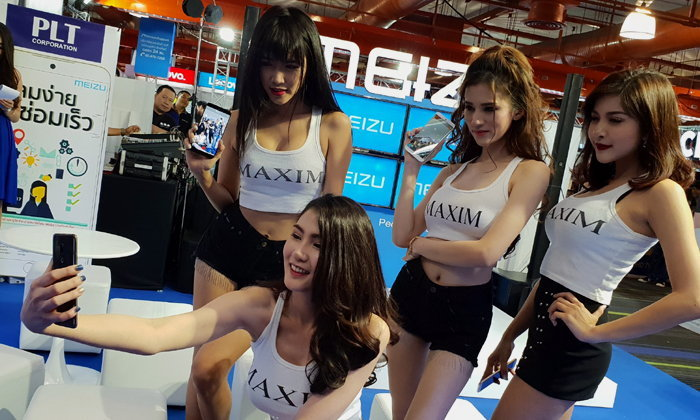 พาไปส่องสาวเซ็กซี่ นามสกุล Maxim ในงาน Thailand Mobile Expo 2018 Hi-End