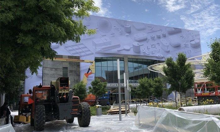 Apple เริ่มตกแต่งหอประชุม McEnery สถานที่จัดงาน WWDC18 แล้ว