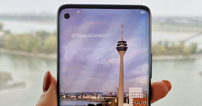 ภาพหลุดล่าสุดย้ำ Samsung Galaxy S10 มีดีไซน์จอเต็มพร้อม รูขนาดเล็ก สำหรับกล้องหน้า
