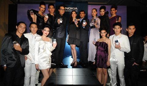 Nokia E72 สีใหม่ สีขาว และสีม่วง